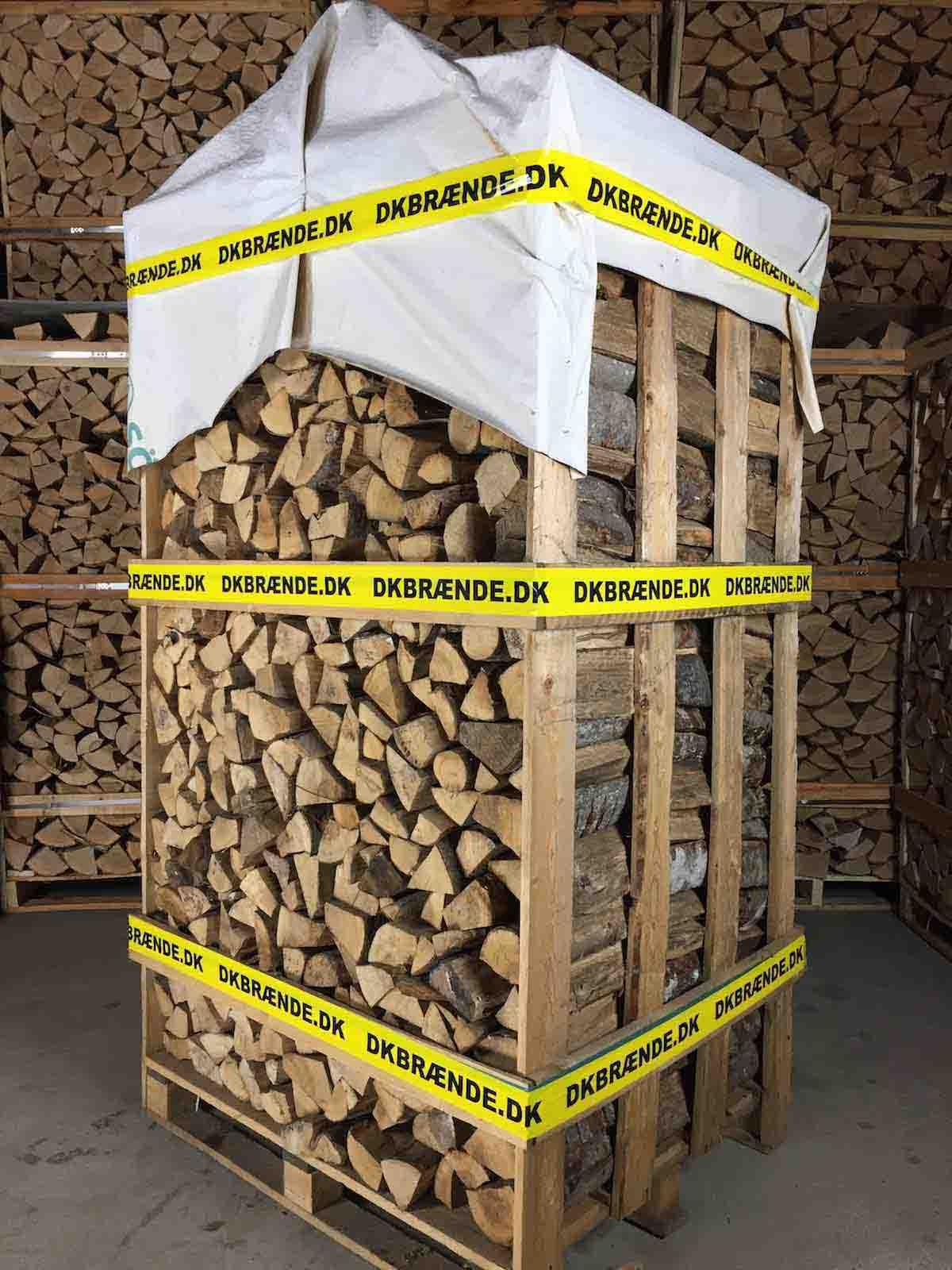 Bæredygtig tørt svensk bøg, klar til brug